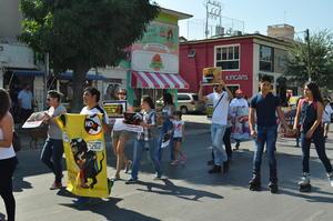Los manifestantes mostraron su postura en contra del maltrato animal en las corridas de toros.