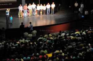 AMLO ofreció a sus simpatizantes en el Teatro M. Alvarado, una conferencia sobre la situación política y socioeconómica que guarda actualmente el país, además de dar su opinión y hablar fuerte sobre otros temas de interés público.