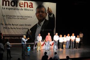 """López Obrador, descartó que a consecuencia del mal gobierno de Enrique Peña Nieto, pueda darse un estallido social ya que la gente lo que quiere es un cambio por la vía pacífica, """"estamos luchando para que haya un cambio, para que haya una transformación, porque mientras estén el PRI y el PAN no hay ninguna esperanza."""