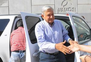 El político llegó al Teatro Alberto M. Alvarado, donde ya lo esperaban alrededor de 600 simpatizantes.