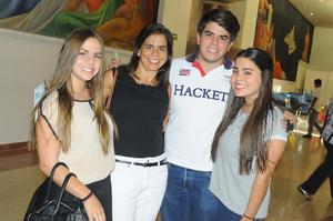 Sofía, Claudia, Diego y Regis