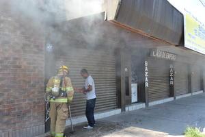 En pocos minutos llegaron elementos de la Dirección de Seguridad Pública Municipal, así como los Bomberos que de inmediato procedieron a sofocar las llamas.