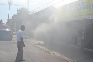 Una bodega de papelería contable se incendió en el centro de Torreón.