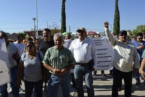 Maestros del sindicato del sistema del Cobaed se manifestaron en las oficinas de la Subsecretaría de Educación en la ciudad de Gómez Palacio.