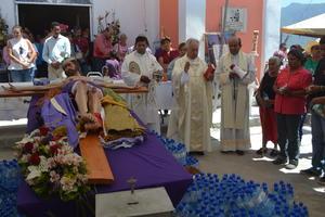 El obispo de Torreón, José Guadalupe Galván, ofició una misa conmemorativa.