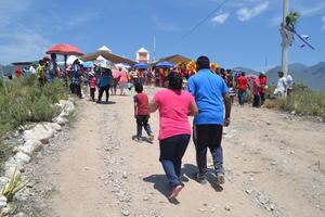 La procesión es una tradición que al igual que la veneración, hermana a gran cantidad de los ejidos de Durango y Coahuila.