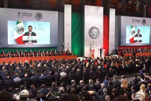 Al mensaje en el Palacio Nacional acudieron los gobernadores de todos los estados del país, los integrantes de Gabinete Presidencial, así como personajes de la política, la cultura y el deporte de México.