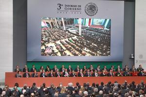 Al Informe acudió el Gabinete Presidencial de Enrique Peña Nieto.