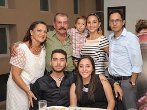 Charo, Carlos, Cristy, Matías, Ricky, César y Andrea