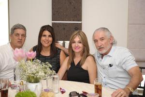 Enrique, Gaby, María de Jesús y Eduardo