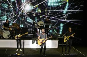 OneRepublic cerró la presentación con su música.