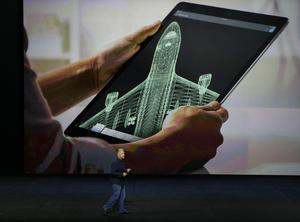 La nueva tableta se llama iPad Pro y busca atraer a clientes corporativos y agencias gubernamentales.