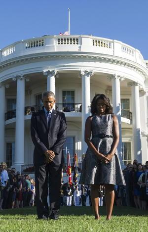 El mandatario y su esposa guardaron silencio en memoria de las víctimas.