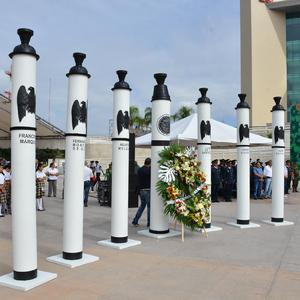 Un improvisado monumento se colocó en la explanada de la Plaza Mayor.