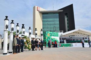 Las autoridades se reunieron en la Plaza Mayor de Torreón para este acto.