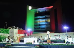 La misa de acción de gracias por el 108 aniversario de la ciudad concluyó alrededor de las 9:30 de la noche con la bendición del obispo a los fieles.