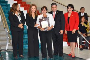 Yolanda Jaramillo Rodríguez, merecedora de la Paca de Oro y quien a nombre de los homenajeados agradeció la premiación.