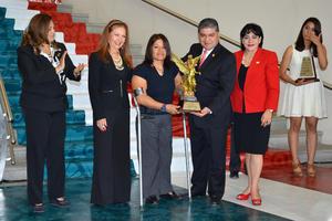 La coahuilense Verónica Azucena Saucedo Miranda recibió el Trofeo Oribe Peralta al Mérito Olímpico.