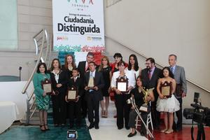 """Por el mérito en cada uno de sus ámbitos para destacar y servir como ejemplo de superación a la sociedad, el Ayuntamiento de Torreón hizo entrega de reconocimientos y preseas a los """"Ciudadanos Distinguidos""""."""