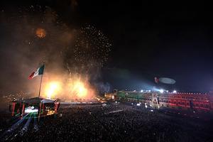 Provenientes de municipios del Estado de México cientos de personas fueron acarreadas a la ceremonia del Grito de Independencia.