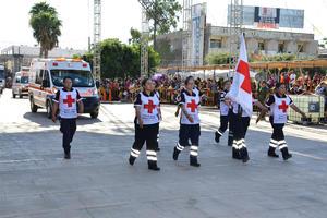 Cruz Roja también participó en el gran desfile que se vivió en Torreón.
