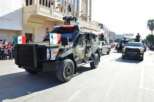 Espectaculares lucían los vehículos oficiales.