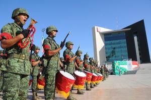 Espectacular imagen de los soldados en la Plaza Mayor.