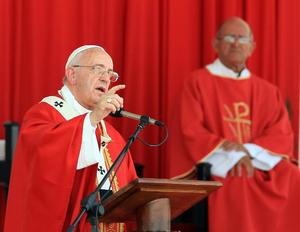 Francisco también celebró una misa en Holguin.