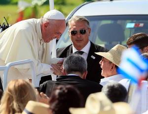 Francisco, a su llegada a Holguin.