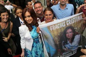 La presidenta de Argentina Cristina Fernández acudió a Cuba para reunirse con el jerarca católico.
