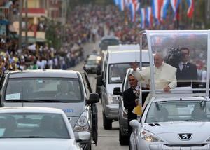 El Papa se mostró muy efusivo con los cubanos.