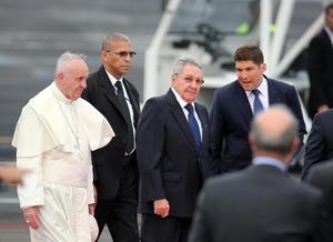 El presidente de Cuba, Raúl Castro, recibió al líder católico.