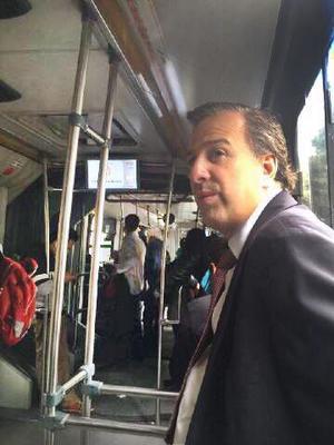 El secretario de Desarrollo Social, José Antonio Meade, recurrió al transporte público.