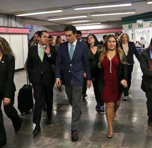 José Refugio Sandoval, diputado federal por el Distrito 06 de Coahuila, se trasladó a San Lázaro en Metro.