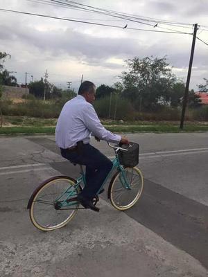 El director de Servicios Públicos de Gómez Palacio, Antonio Chincoya, se sumó al reto y salió a su trabajo en bici.