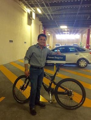 El primer regidor de Torreón, Miguel Mery Ayup, aceptó el reto de prescindir un día del uso del automóvil.