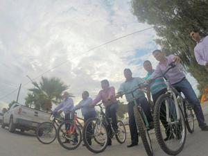 El alcalde gomezpalatino salió acompañado de otros funcionarios en el Día Mundial sin Auto.