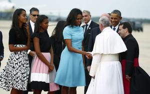 La primera dama estadounidense, Michelle Obama también recibió al líder católico.