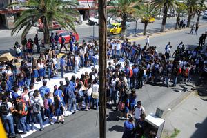 Autoridades de la Universidad Autónoma de Coahuila acudieron para dialogar con las y los estudiantes.