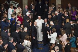 Francisco fue aclamado por los legisladores al ingresar al recinto.