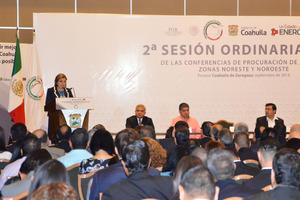 El objetivo, dijo Arely Gómez, es unir esfuerzos para perfeccionar, diseñar y generar nuevas políticas públicas dirigidas a la prevención y el combate a la delincuencia, para hacer más eficientes las tareas y ofrecer a los ciudadanos mejores resultados.