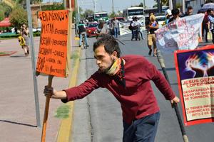 Estas acciones se llevan a cabo en diferentes partes de México y el mundo, para exigir justicia por la desaparición de los 43 estudiantes.
