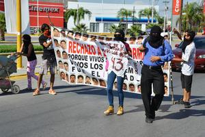 Caminaron rumbo a la Plaza de Armas de Torreón.