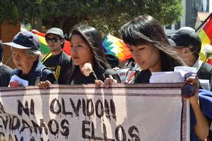 """""""Vivos se los llevaron, Vivos los queremos"""", fue la consigna principal de la marcha que se realizó en La Paz, Bolivia, para exigir justicia por el caso Ayotzinapa al Gobierno de México."""