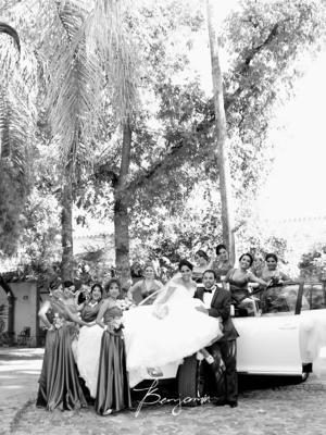 27092015 Pamela Ibarra de la O y Óscar Ángel Carmona Galarza en compañía de las damas de honor.- Benjamín Fotografía