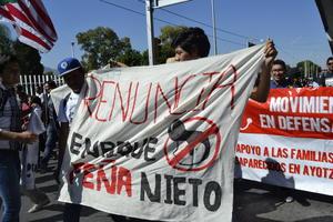 Algunos manifestantes pidieron la renuncia del presidente Enrique Peña Nieto.
