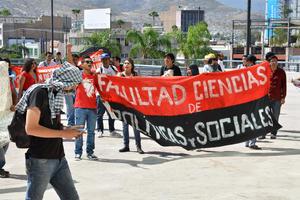 Estudiantes laguneros conmemoraron un aniversario más de la matanza de Tlatelolco.