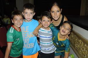 02102015 EN EL TEATRO.  Christian, Rodolfo, Diego, Sebastián y Maribel.