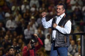 """""""Vamos a deber casi 100 mil millones de pesos"""", reveló """"El Bronco"""", ante el asombro y luego abucheos de los asistentes."""