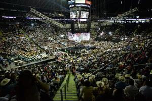 """Ante unos 9 mil asistentes a la Arena Monterrey, donde festejó con """"la raza"""" su nuevo cargo, el primer Mandatario estatal independiente de México señaló que, debido al problema financiero que le heredó la anterior Administración, buscará a los responsables para que paguen por sus errores."""